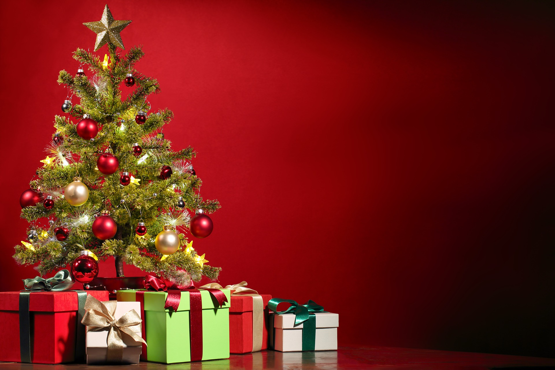 How to Spread Christmas Cheer on Your Business Social Media